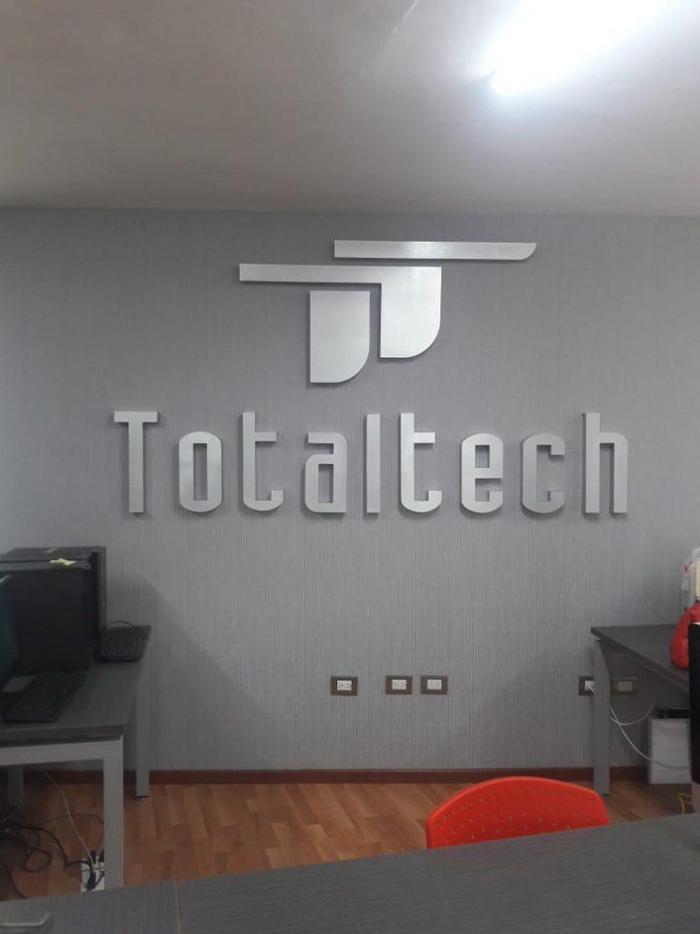 Letrero con Logo Realzado 3D para pared Total Tech 9