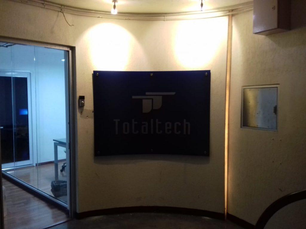 Letrero con Logo Realzado 3D para pared Total Tech 19