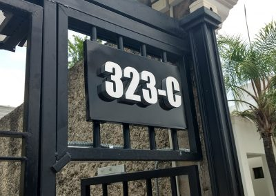 Letrero realzado con numeración